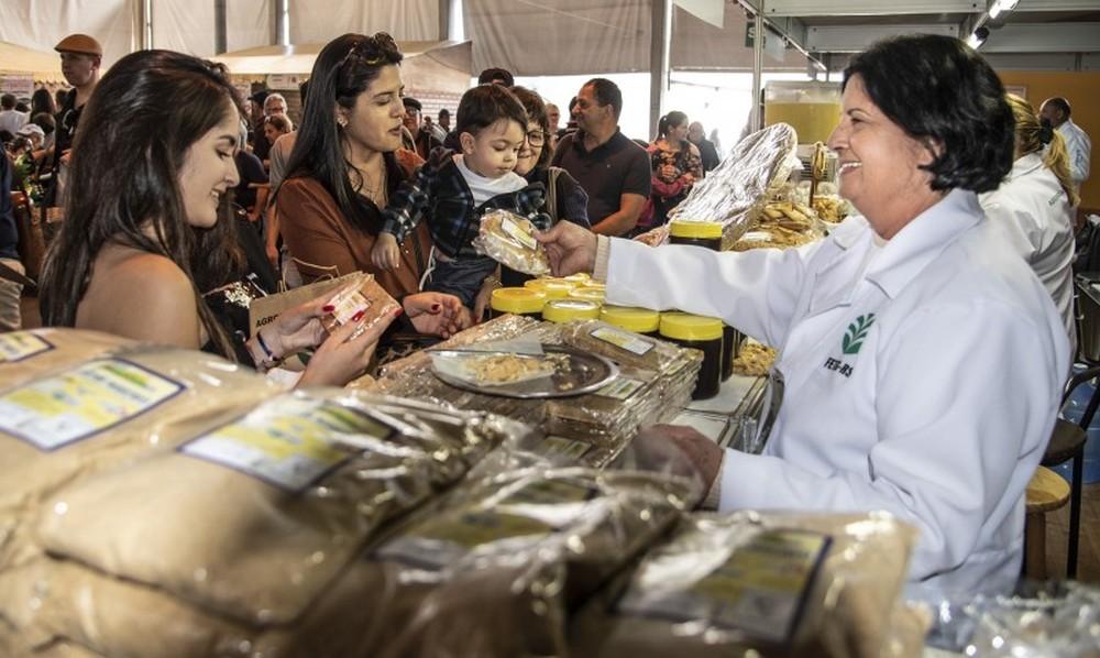 Agricultura familiar supera em 51,19% as vendas no primeiro dia de Expointer, em Esteio